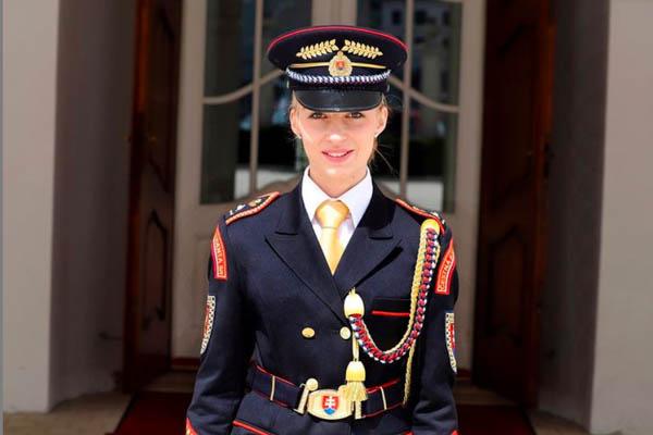 Klenovčanka Čajková slúži v Čestnej stráži prezidentky SR