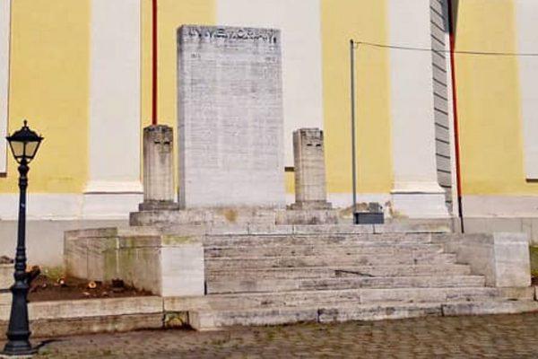 Pamätník na Hlavnom námestí očistili