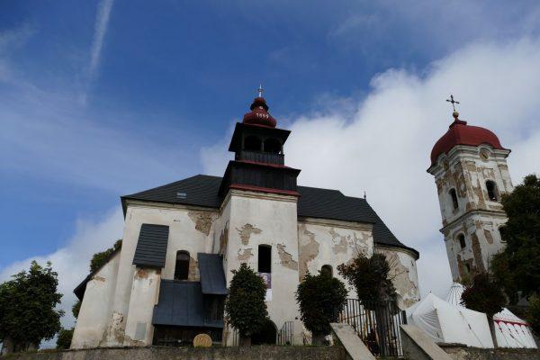 Nazreli sme do Kamenian, jedného z otvorených kostolov na Gotickej ceste + video