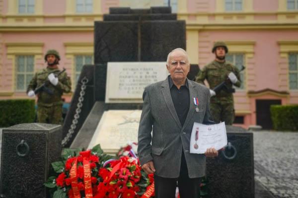 Pri opravenom pamätníku si uctili pamiatku padlých bojovníkov aj z SNP. Štefanovi Špitálovi udelili medailu