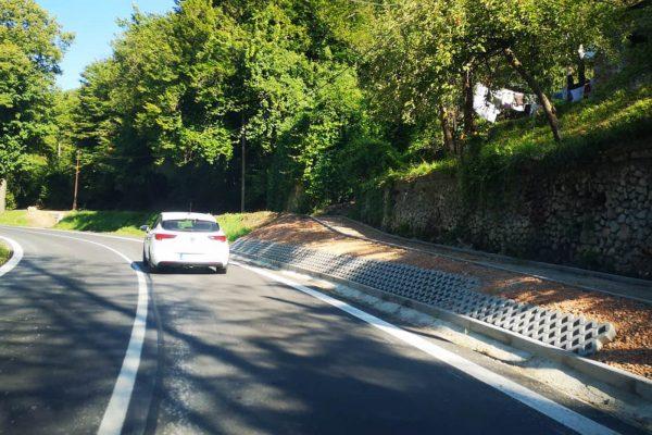Za Tisovcom namaľovali na novom asfalte čiary. Oprava je dokončená