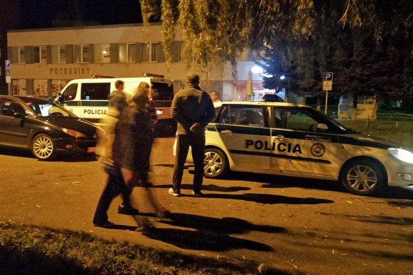V R. Sobote zrazili pred bytovkou chodca. Má ťažké zranenia