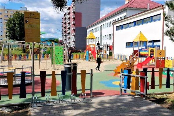V Hnúšti a Tisovci už otvorili dlhoočakávané ihrisko Žihadielko
