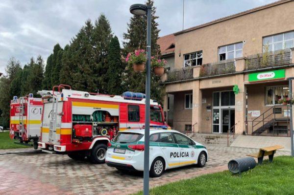 Okrem požiaru strojovne v Gemernákupe sa hasiči ponáhľali na polikliniku